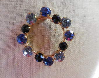 Vintage 1950s to 1960s Gold Tone Blue Rhinestone Squarish Pin/Brooch Pronged Sparkly Three Shades of Blue