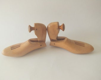 Wood Shoe Lasts Forms, Size 9 B, Pair Vintage Shoe Stretchers, Shoe Trees