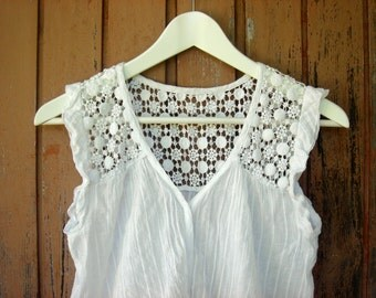 CLEARANCE Romantic boho sleeveless white embroidered lace top