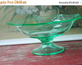 ON SALE %30 OFF Vintage Green Glass Compote Or Display Bowl, Candy Or Nut Bowl, Vintage Entry Table Bowl, Vintage Green Decor, Vintage Cut G