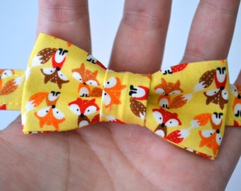 Infant Bow Tie in Tiny Foxes- Newborn Bowtie