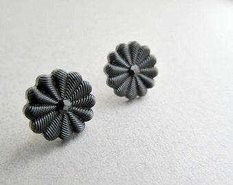 Black  Daisy Stud Earrings