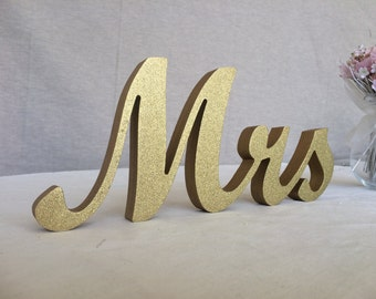 Wedding signs. Mrs and Mr Gold Glitter signs for wedding table decor. Wedding signs Mr and Mrs. Mr and Mrs gold. Mr and Mrs glitter