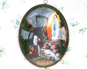 Oval Glass Bubble Picture Frame - Souvenir From Lourdes - Our Lady Diorama - Virgin Mary Wall Hanging.