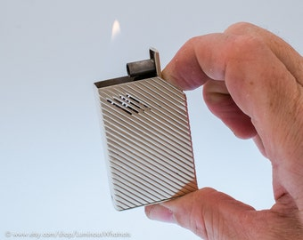 Working 1940s Sterling Silver Avedon Automatic Pocket Lighter