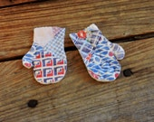 Primitive Mitten Appliques, Small Vintage Cutter Quilt Patchwork Fabric Winter Craft Embellishments, Scrapbook Supply  itsyourcountry