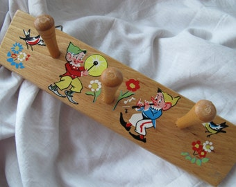 Children's coat rack / Vintage wood clothing hooks / Gnomes flower birds