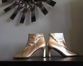 MOD Space Age Go-Go Boots Gold Leather High Quality Made in Spain w/leather soles High Heel Ankle Booties 90s does 60s Size 6-1/2 6.5 EUC