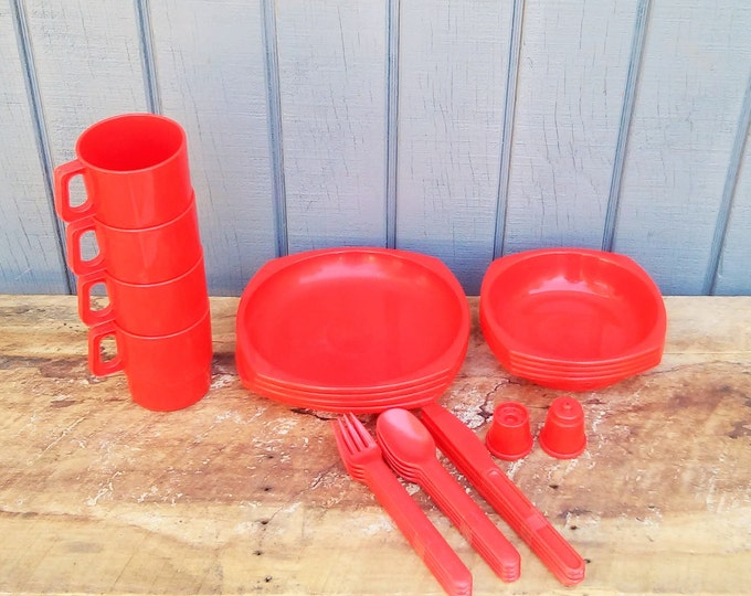 Vintage Picnic Set - Picnic Dishes
