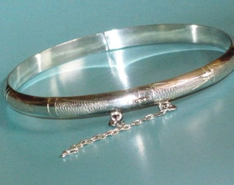 "925 Sterling Silver Hinged Bangle 7"" Bracelet & safety chain 7.4g"