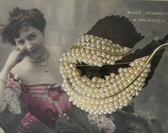 Circa 1950s / 1960s Vintage Signed BSK Brooch - Faux Pearls - Leaf Design - Gold-tone Metal - Great Price