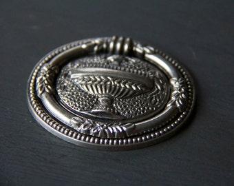 Vintage Federalist Urn Ring Pull