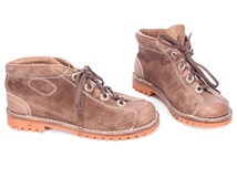 RARE Ankle Desert Boots 70s Olimpiadi St Moritz Sport Depositato Pastel Brown Suede Leather Up Lace WIDE FIT Women Us 9.5 , Eur 40 , Uk 7