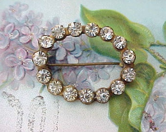 Charming Edwardian Era Brooch with Prong Set Sparkling Stones