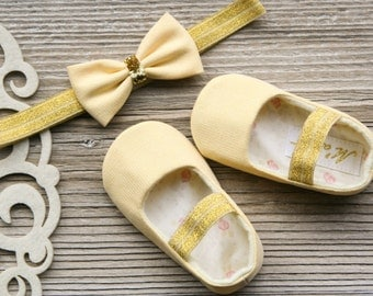 40% OFF size 6-9 months, yellow - gold baby girl shoes, light yellow baby shoes and headband, sparkly baby shoes, yellow baby shower gift