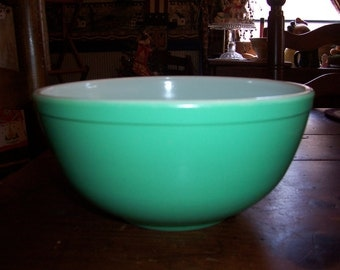 Not Numbered 1940's Green Primary Pyrex Bowl....Original...Good Condition ....Shiny Green Nesting Bowl....Mid Century....