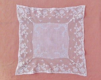 Antique wedding handkerchief, c.1910's lace trimmed embroidered hanky