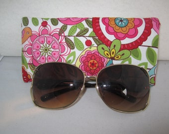 Sunglass / eyeglass case lined and padded in floral garden print RTS