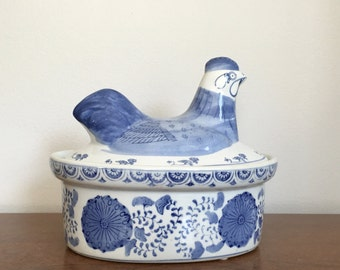 Vintage Chinoiserie Chicken Covered Dish Bowl Blue White Lidded Ceramic Rooster Hen