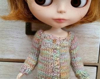 Blythe cardigan - 100% wool Button front closure