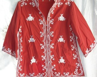 Vintage ~ Embroidered ~ ChuChi ~ Hippie Boho Earthy Blouse ~ Rust & White tone ~ Button Front with Side Slits ~ Tunic Style ~ Fancy Flowers