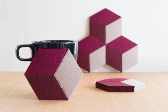 Set of felt coasters, burgundy, geometric, stylish coasters, wool felt, handmade, gift idea, home decor, housewarming gift, made in Italy