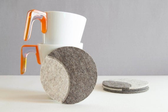 Set of round felt coasters / light grey felt coasters / grey coasters / modern design / round coasters / wool felt / home decor