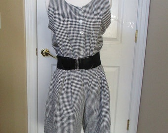 Vtg Romper / jumpsuit / jumper shorts size small gingham one piece jumper romper womens black & white SMALL