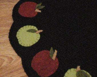 Primitive apples penny rug candle mat centerpiece