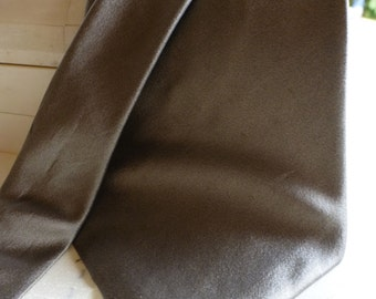 Donna Karan Designer Silk Tie!! Vintage Taupe Shinny Tie, Classic Shade , Beautiful !