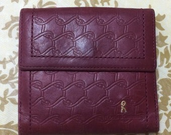Vintage Roberta di Camerino wine leather wallet, coin purse with iconic golden R motif. Classic piece.