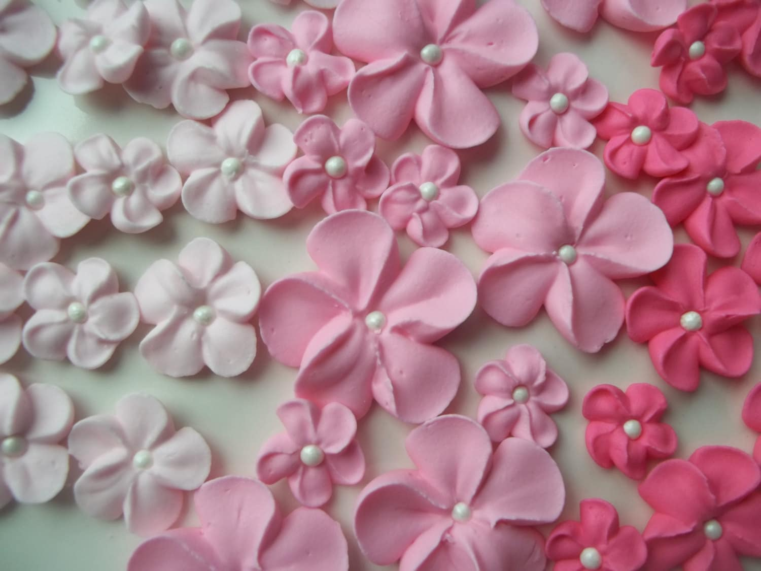 Cake Decorating Ready Made Flowers : Shades of pink ombre flowers Made to order Edible cake