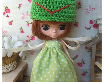 """Petite Blythe / Little Dal Outfit : """"Frog in Pocca Dot Set"""" (Dress and Crochet hat)"""