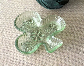 Tiara Exclusive Light Green Club Shaped Small Trinket Dish / Ashtray - Vintage 1970s