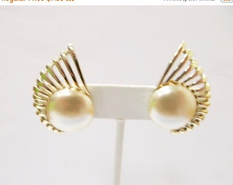 ON SALE SARAH Coventry Large Faux Pearl Earrings Item K # 2666