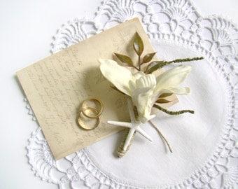 Starfish Boutonniere, Beach Boutonniere, White Starfish Grooms Flower Mens Buttonhole Grooms Lapel Pin, Groomsmen, Destination Wedding