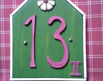 """House number plate """"HimbeerGrün with cream edge"""""""