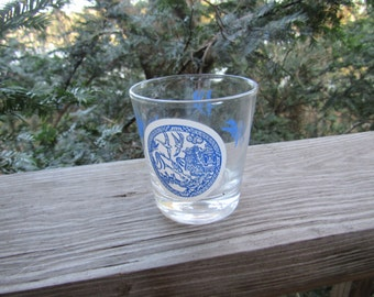 blue willow clear glass tumblers 5 0z two of them