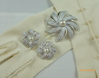 SALE Sarah Coventry Pin Wheel Set Early 1970's Vintage Brooch & Clip On Earrings Silver Tone