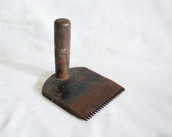All iron vintage comb CARPET weaving Rug beating crude primitive tool. Ethnographic artifact, Metal handle teeth. Textile collectible, decor