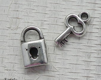 Antique Silver Metalicized Plastic Lock and Key Charm - 17mm Silver Key Charm - 15mm Antique Silver Lock Charm - 2007 / 2008 / 2009