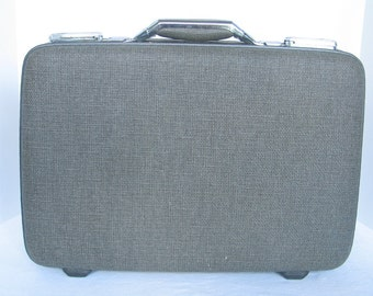 1960's AMERICAN TOURISTER 'TIARA' Hard Side Suitcase Grey Tweed Silver Hard Ware Mad Men Rockabilly Travel Bag very good vintage condition.