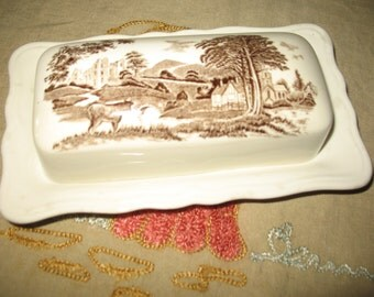 Meakin Royal Stafforshire.Style rural, rustic & J butter dish.