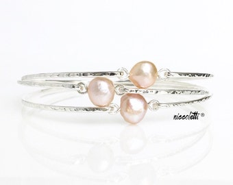 Set of BRIDESMAID Blush Pearl Bangles / Pale Pink Freshwater Pearl Bracelet / Pink and Gold Bridesmaid Gifts / Wedding Jewelry / Blush Gold