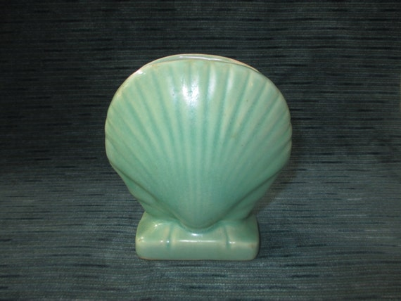 "Vintage Pottery 5"" Green Clam Shell Vase on Rectangular Base, Unmarked, c. 1950s"