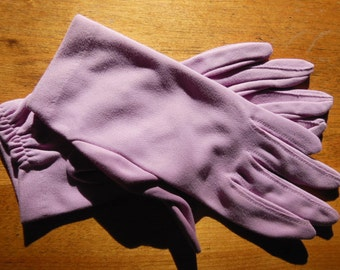 Vintage Lilac Short Nylon Gloves-Size 7.5/8