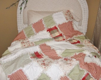 Cottage Chic Waverly Fairhaven Red and Green Rag Quilt