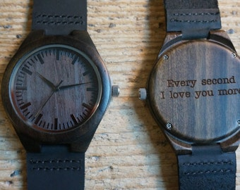 Houten horloge / zwarte sandelhout /persoonlijke horloge - gegraveerd met persoonlijke tekst - cadeau voor hem / haar verjaardag, bruiloft
