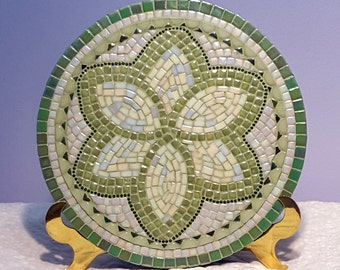 Green flower circular mosaic platter, hotplate, decorative piece