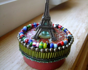 round assemblage box, eiffel tower